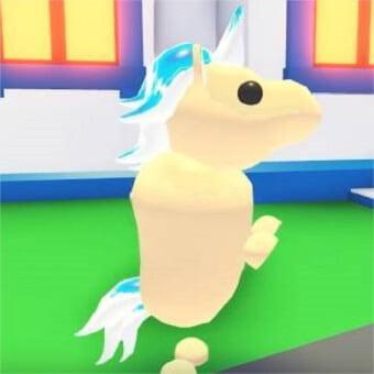 El unicornio dorado, mascota de adopt me
